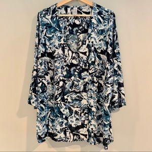 The most flattering blouse! Size 2X